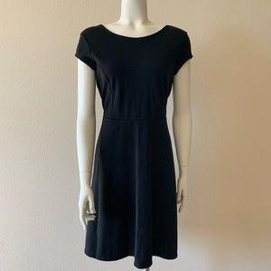 🍦 Short Sleeve Scoop Neck Dress in Black, Size M